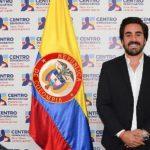 Gabriel Santos, hijo de Pacho Santos, por pensar diferente, miembros del Centro Democrático pide n la expulsión.