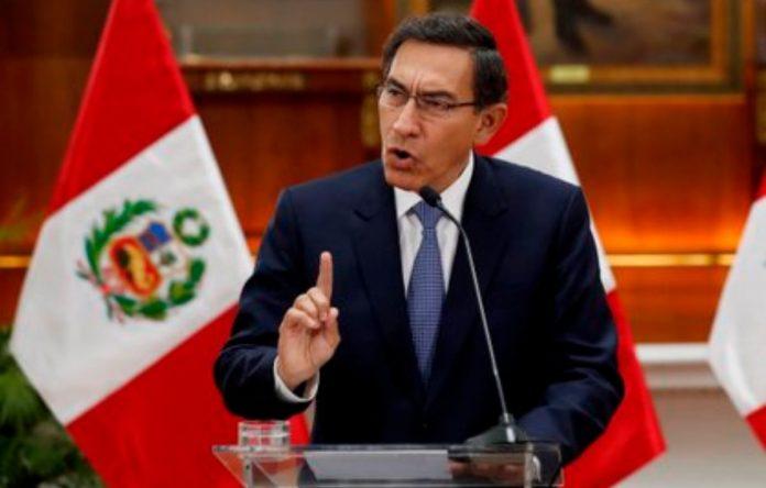 Ejemplo para Latinoamerica destituyen al presidente de Perú por corrupción.