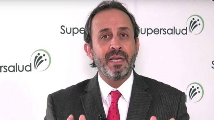 Superintendente de Salud denunciado por corrupción