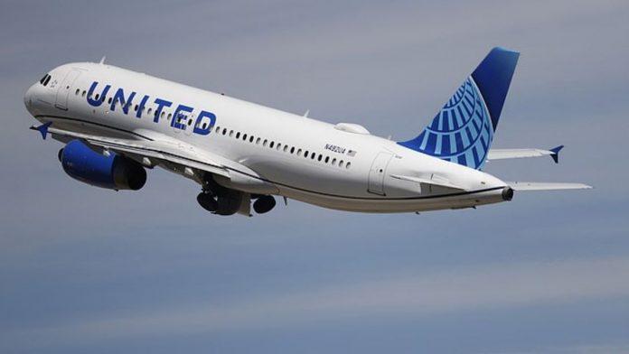 United Airlines pasajero muere por covid