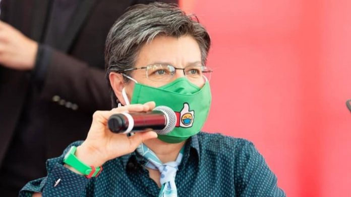 Claudia López suspende vacaciones y regresa a Bogotá