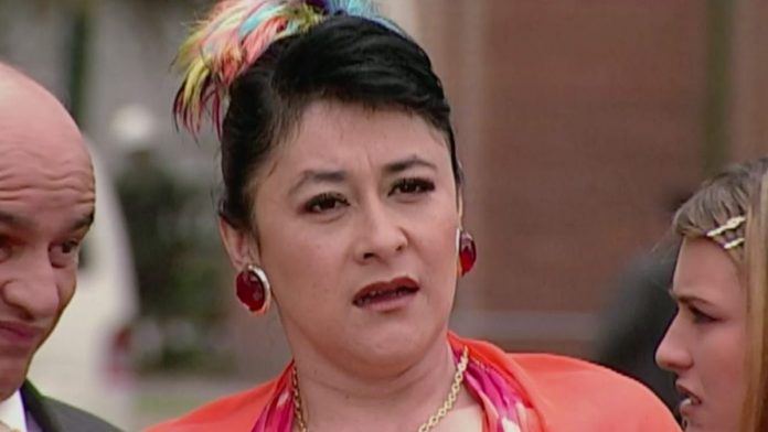 Alina Lozano interpreta a Nidia Pacheco en Pedro el Escamoso .