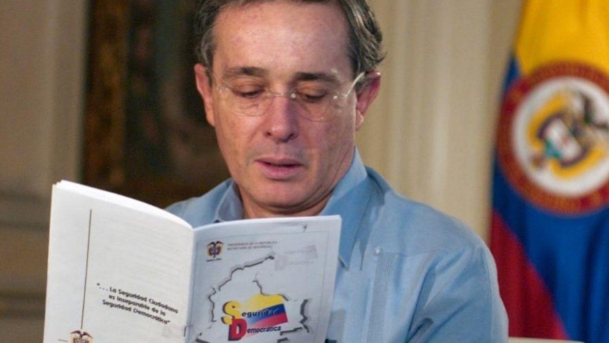 Álvaro Uribe Vélez implicado en los falsos positivos