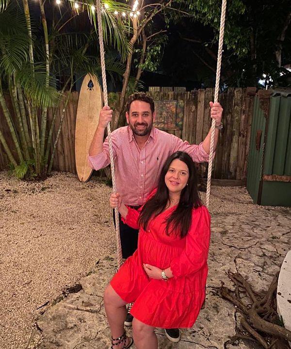 Kelly Johana y su esposo.