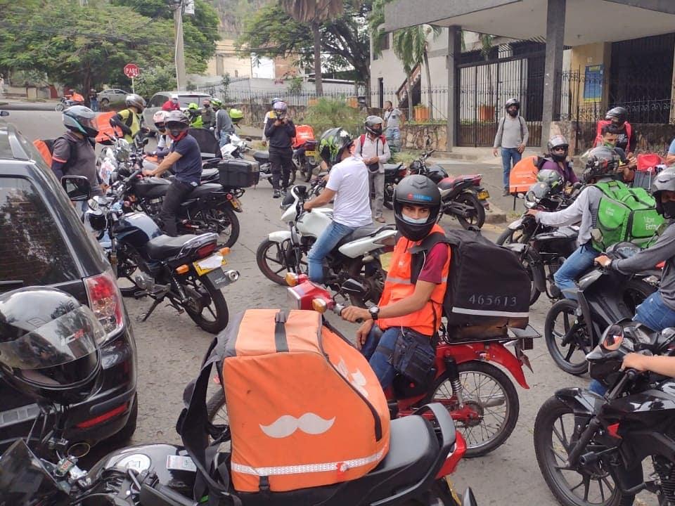 Los conductores de la plataforma Rappi protestaron por mejoras laborales.