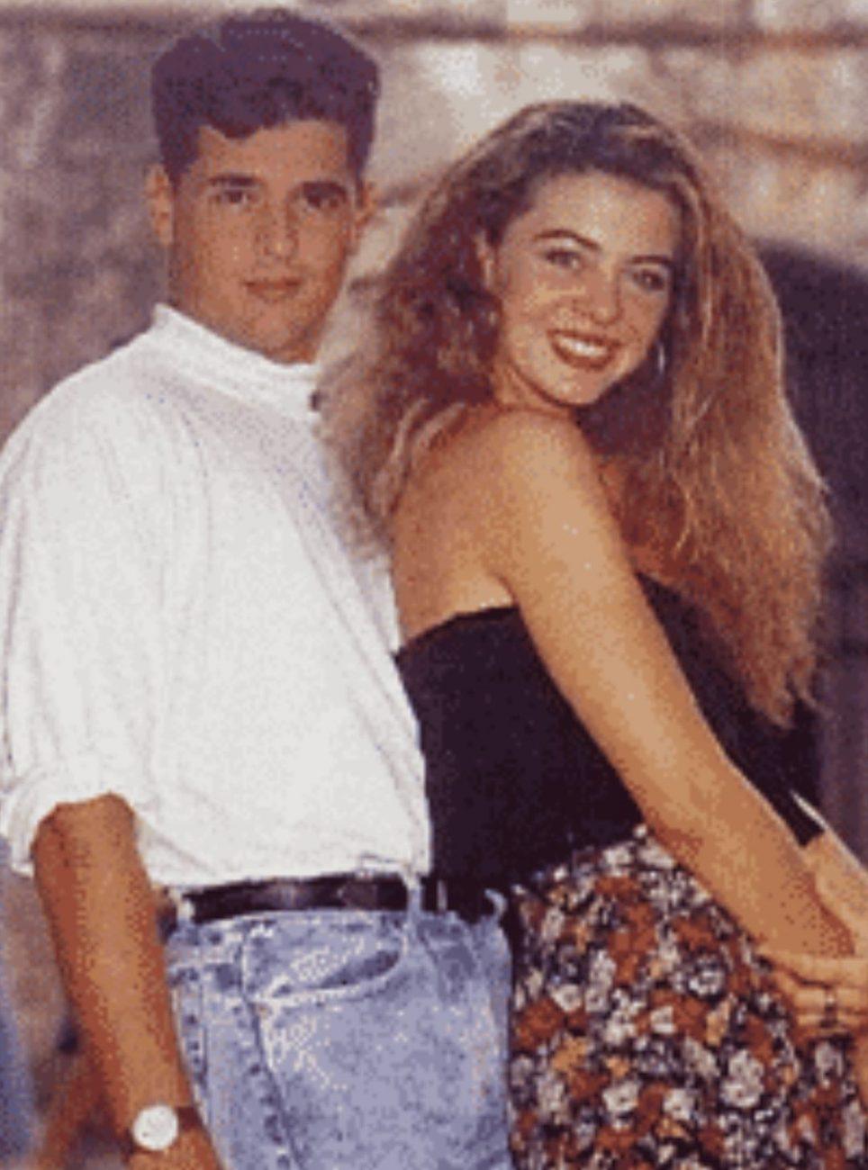 MARGARITA ROSA DE FRANCISCO y CARLOS VIVES en GALLITO RAMÍREZ. (Caracol TV. 1986).