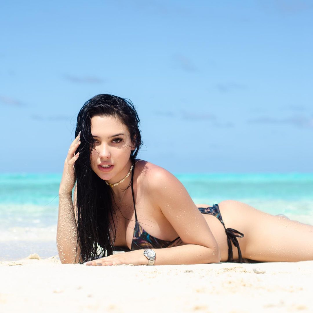 Aída Victoria en la playa