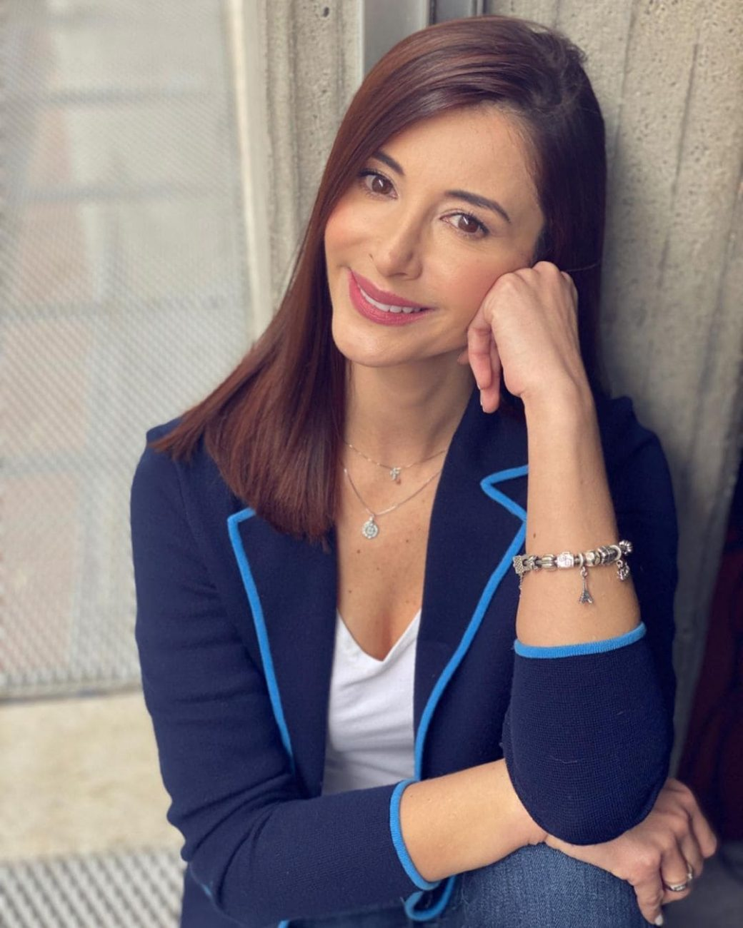 Alejandra Giraldo es la compañera de Juan Diego Alvira en la primera emisión de Noticias Caracol.