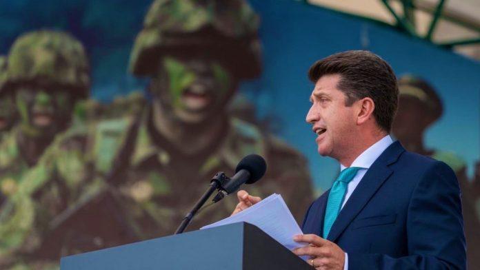 Diego Molano sería denunciado en tribunales internacionales por tirar bombas a niños colombianos