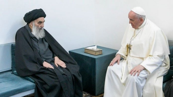 El Papa Francisco celebró un encuentro simbólico con el Gran Ayatolá Ali al SistaniCrédito AP Associated Press