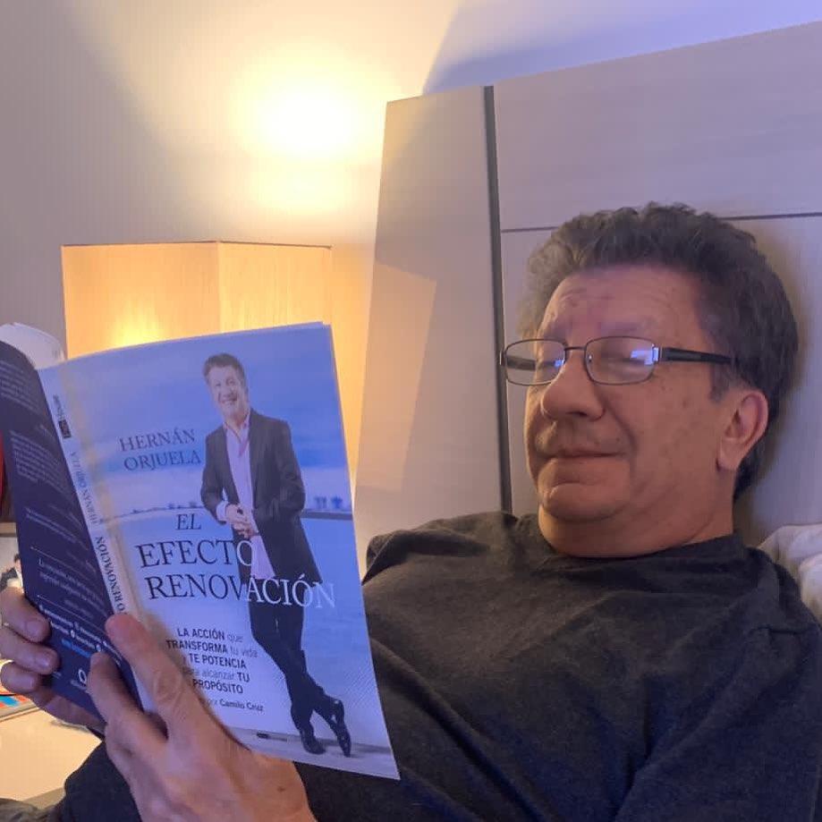 """Hernán Orjuela escribió el libro """"El efecto renovación"""". Foto: Instagram."""