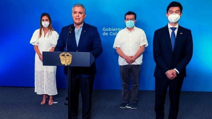 Iván Duque se pondrá la vacuna de AstraZeneca. Foto Facebook