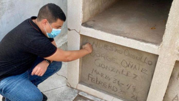 La tumba de Jorge Oñate en mal estado dicen en Redes