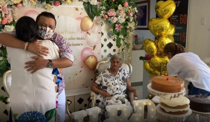 Rafael Santos felicitó a Mamá Vila