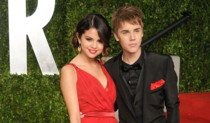 Selena Gomez y Justin Bieber enloquecieron a los fanáticos cuando se hicieron oficiales en la fiesta de los Oscar de Vanity Fair en 2011