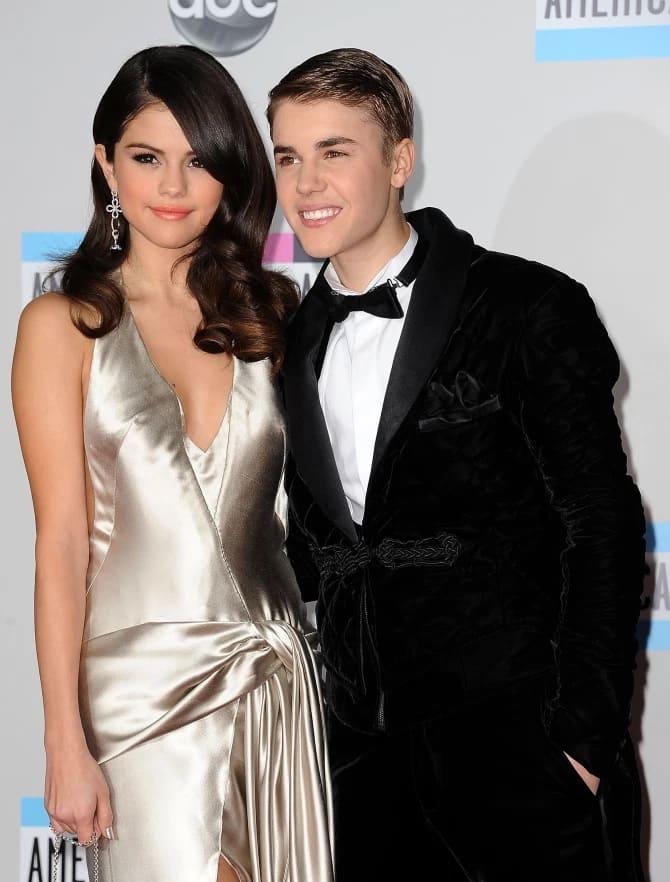 Selena Gomez y Justin Bieber pasaron años teniendo una relación desordenada intermitente Crédito Getty Images