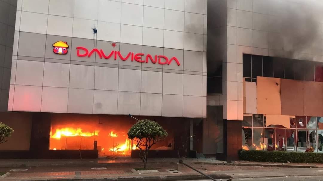 Banco davivienda quemado