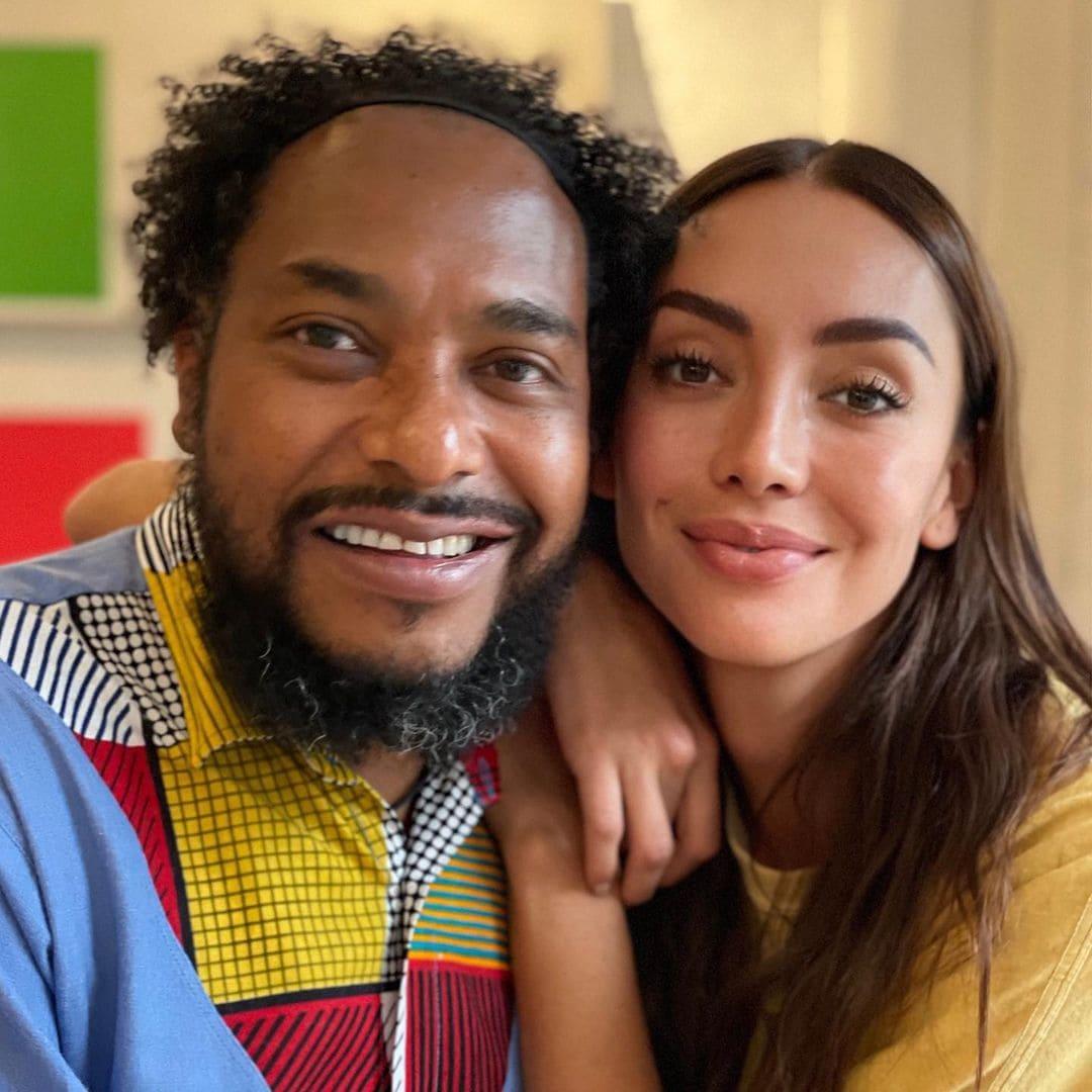 Carolina Guerra con el líder afro Luis Olave.