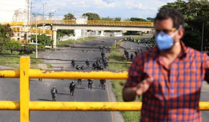 Congresistas de la oposición salieron corriendo tras ataque del ESMAD
