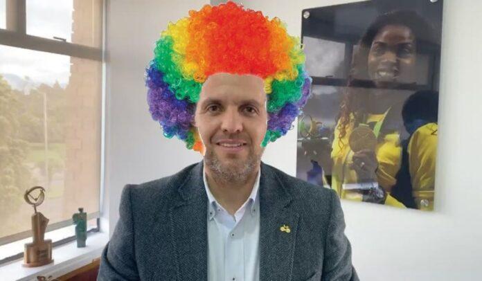 El ministro del Deporte Ernesto Lucena hizo el ridículo a nivel internacional