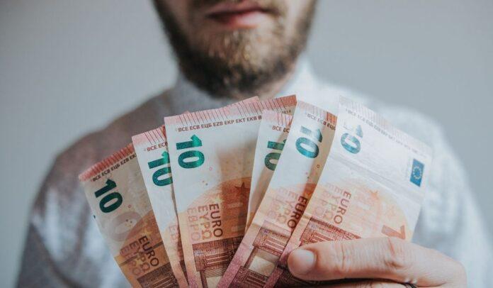 Los investigadores esperan contestar respuestas sobre la renta básica universal