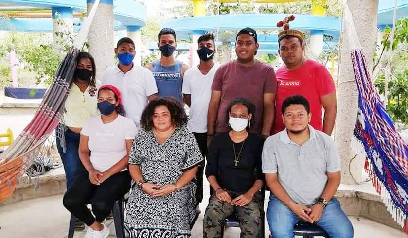 Jóvenes en huelga de hambre en La Guajira.