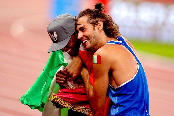 Abrazo entre Gianmarco Tamberi (Italia) y Mutaz Essa Barshim (Catar) quedará en la memoria como uno de los momentos más relevantes de los Juegos Olímpicos