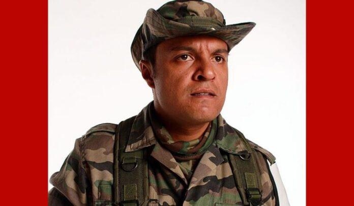 Julián Román interpretó a Carlos Castaños en la teleserie Tres Caínes