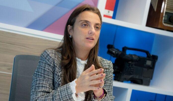 Ministra de las TIC sigue en su puesto a pesar del escándalo de corrupción