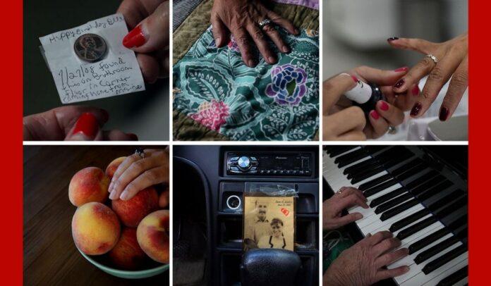 Centavos, una colcha, clavos, melocotones, un sedán envejecido y un piano. Estas son las cosas que han guardado, llevado con las familias, los rituales a los que han regresado, una y otra vez.