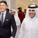 James Rodríguez sonríe al llegar al estadio Al Rayyan tras firmar contrato y acabar con el exilio del Everton