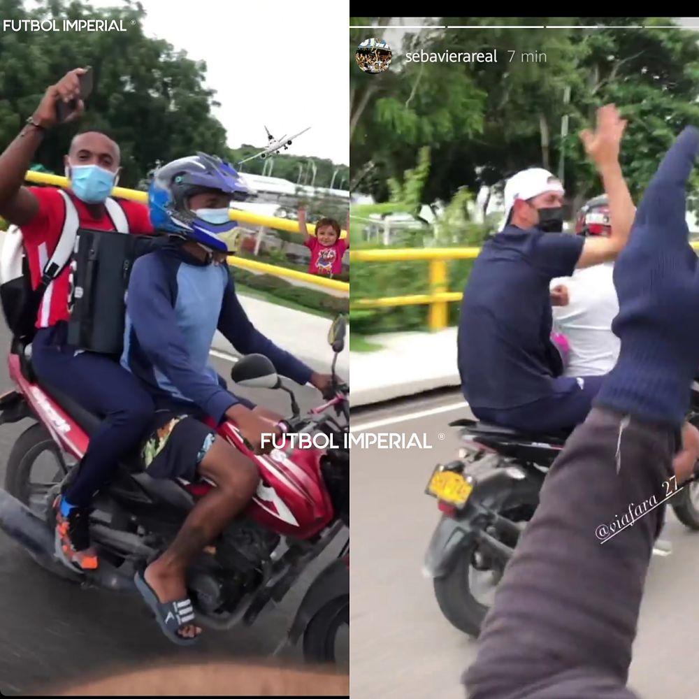 Jugadores del Junior montando mototaxi