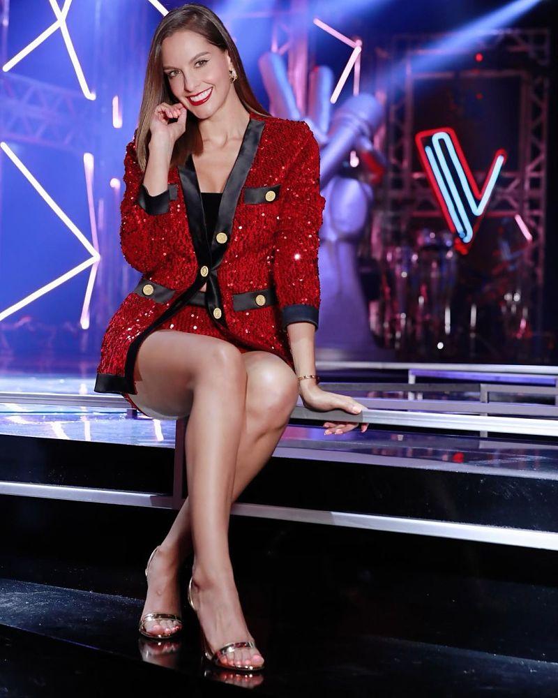 Laura Acuña, presentadora de La Voz Senior.