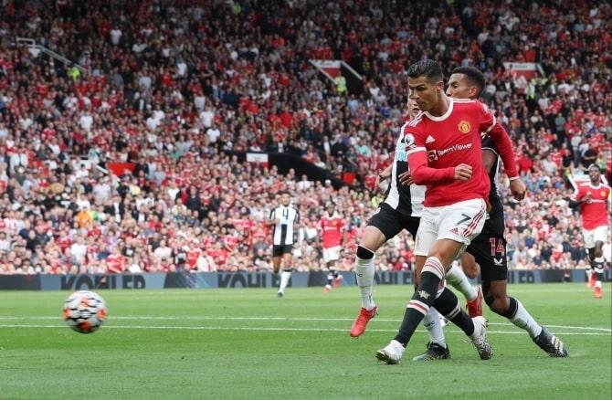Ronaldo anotó su segundo gol en el minuto 62 para poner al United en ventaja por segunda vez.