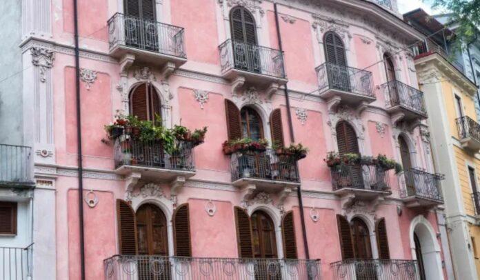 Puede comprar más casas a 1 € en Italia, con una nueva ciudad que ofrece propiedades baratas Crédito Alamy